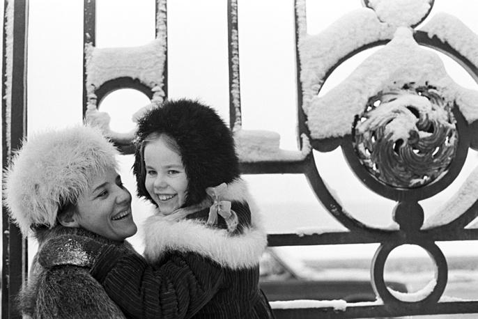 Оперная певица Ирина Богачева с дочкой Леной, 1976 г.