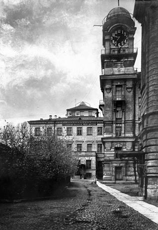 Часовой корпус с башней ВНИИ имени Д.И.Менделеева.