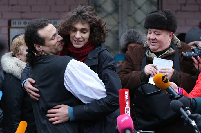 Илья Фарбер с сыном Петром после выхода из следственного изолятора