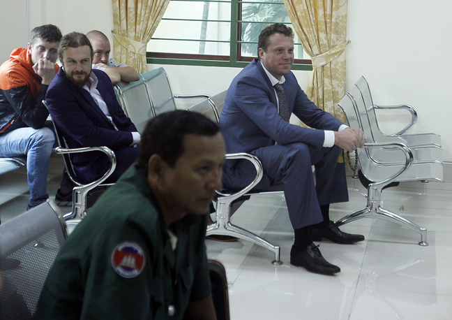 Полонский с товарищами подозревались в том, что заперли капитана судна в каюте, а команду заставили прыгать в воду. В январе 2013 года камбоджийские моряки отозвали свое заявление в обмен на денежную компенсацию