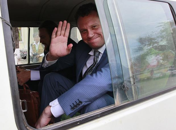 В конце мая 2013 года в СМИ появилась информация, что он покинул Камбоджу и жил в Израиле и Швейцарии, однако затем вернулся в Камбоджу. После отказа в экстрадиции в Россию в январе 2014 года бизнесмен попытался получить подданство этой страны