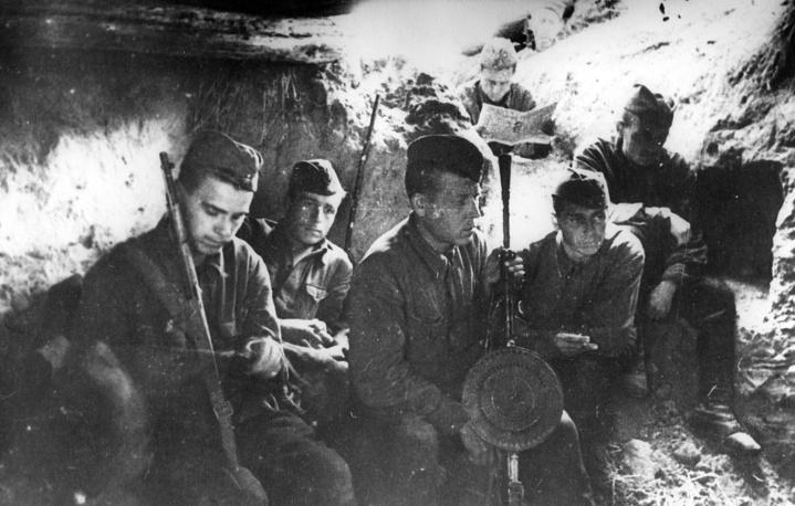 Ополченцы 1-го полка 1-ой Дивизии народного ополчения на Лужском рубеже. 1941 г.