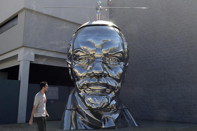 Стальная скульптура Ленина  в Лос-Анджелесе.