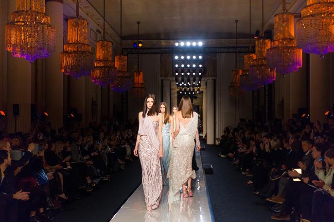 Показ коллекции дома моды Versace