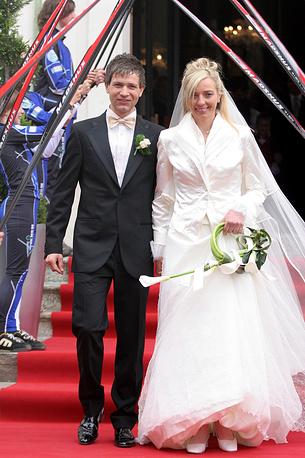 Во время свадьбы с итальянской биатлонисткой Натали Сантер. 2006 год