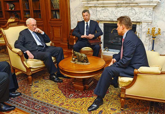 С приходом в правительство в марте 2010 г., Азаров заявил, что Украина ведёт переговоры о создании газотранспортного консорциума между Украиной, ЕС и Россией