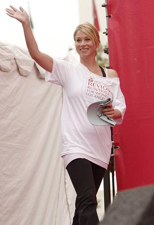 Актриса Кристина Эпплгейт заболела раком груди в 2008 году. Поправившись после операции, она активно занялась благотворительностью, основала организацию Right Action for Women