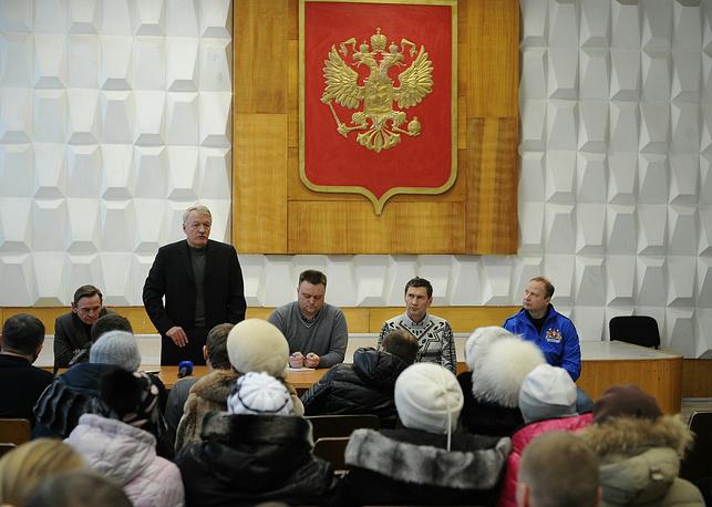 Представители горадминистрации пригласили митингующих в конференц-зал для обсуждения ситуации