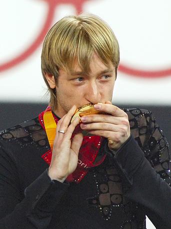 Евгений Плющенко завоевал золотую медаль на ХХ зимних Олимпийских играх. 2006 г.