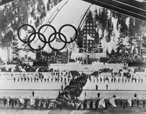 VIII зимние Олимпийские игры в Скво-Вэлли, США, 1960 год. Второй раз Игры принимали североамериканский континент и США. Спустя 40 лет в основную программу возвращается биатлон, ранее именовавшийся как соревнования лыжных патрулей