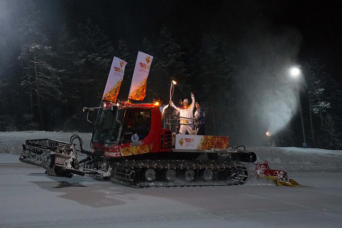 Этап эстафеты олимпийского огня в Дивногорске в Красноярском крае, 25 ноября 2013 г.