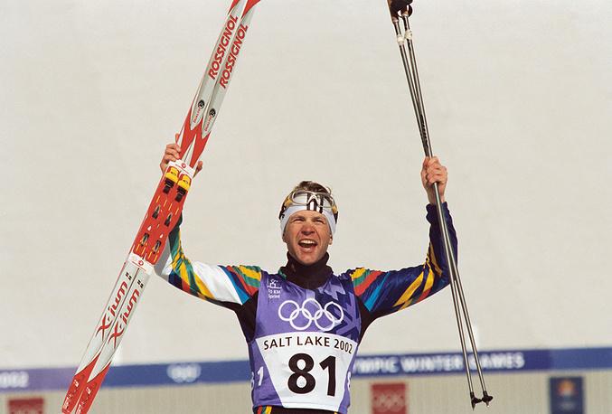 Уле-Эйнар Бьорндален в спринтерской гонке биатлонистов на 10 км на олимпийских играх в Солт-Лейк-Сити, 2002 г.