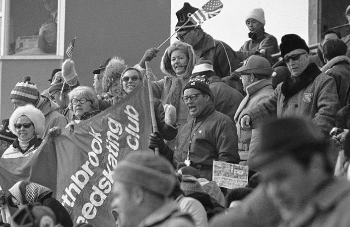 Американские болельщики на зимних олимпийских играх в Саппоро, 1972 г.