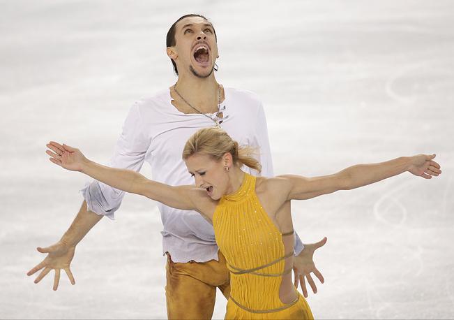 Российские фигуристы Татьяна Волосожар и Максим Траньков завоевали золото Олимпиады в соревнованиях спортивных пар