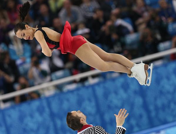 Российские спортсмены Ксения Столбова и Федор Климов завоевали серебро Олимпиады в соревнованиях спортивных пар