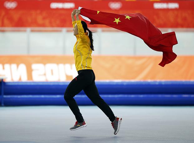Китайская конькобежка Чжан Хун завоевала золотую медаль на дистанции 1000 м