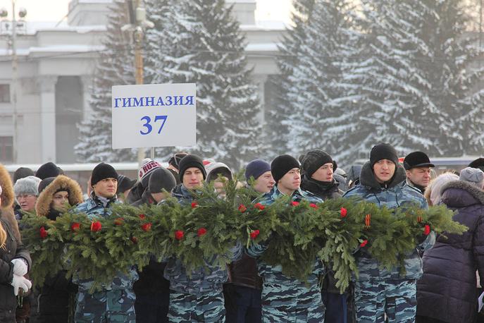 """У мемориала """"Черный тюльпан"""" в Екатеринбурге"""