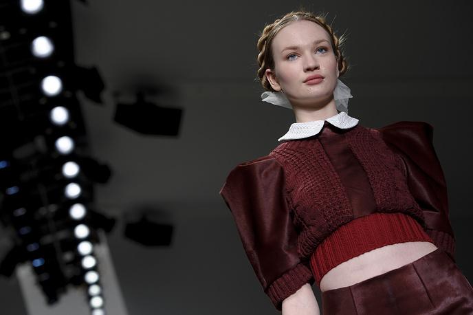 Неделя моды в Лондоне открылась показом коллекции дизайнера Бора Аксу