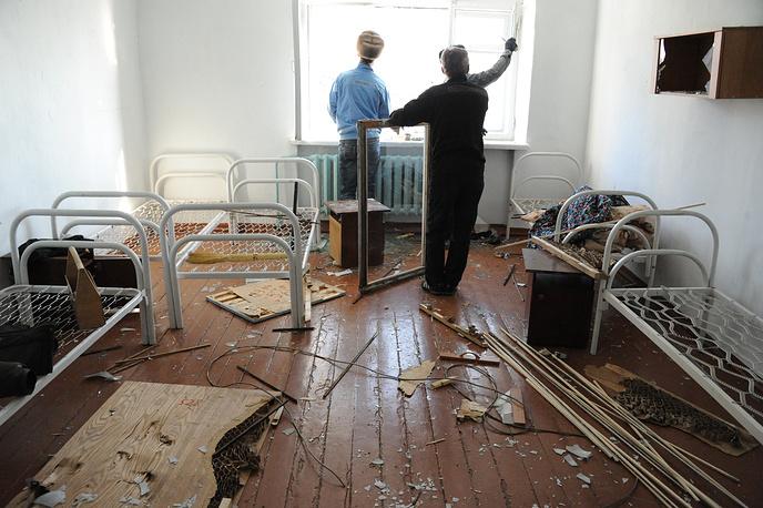 В одной из комнат общежития после погрома, совершенного учащимися профессионального училища №6.