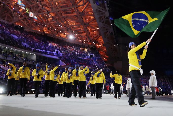 Олимпийская сборная Бразилии на Играх в Сочи представлена 13 атлетами в семи видах спорта и является самой большой сборной из стран Латинской Америки. На фото: сборная Бразилии на церемонии открытия Игр