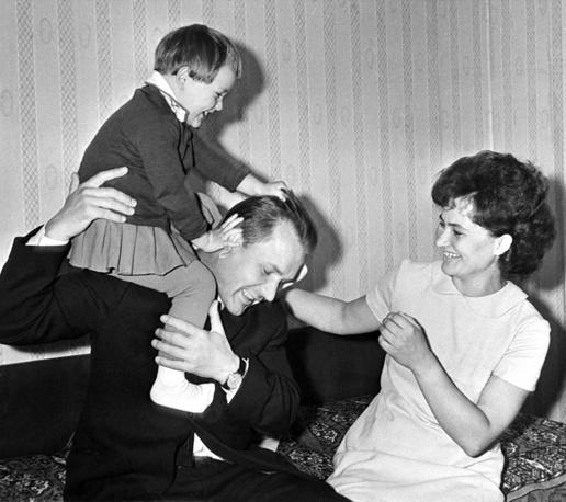 Валерий Кубасов с женой Людмилой и дочкой Катей
