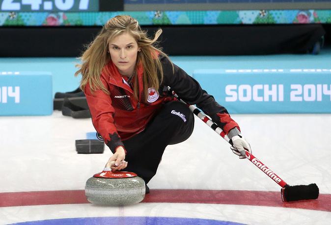 """Дженнифер Джонс (39) – керлингистка сборной Канады, чемпионка мира-2008. После матча со сборной Канады тренер россиянок Томас Липс сказал: """"Канадки играли отлично, тем более что у них есть такой фантастический скип, как Дженнифер Джонс"""""""