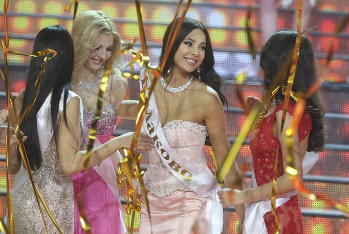 """Победительница конкурса """"Мисс Россия 2014"""" Юлия Алипова (вторая справа)"""