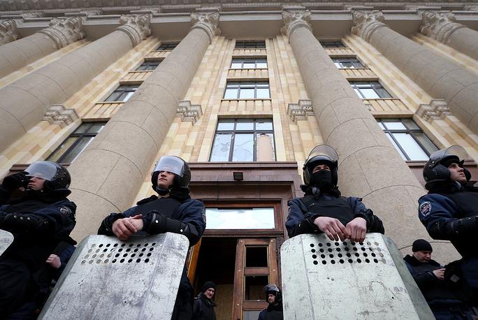 Охрана здания городской рады сотрудниками МВС