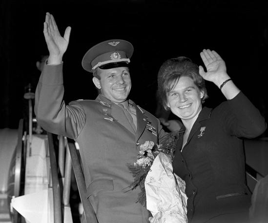 Космонавты Юрий Гагарин и Валентина Терешкова. 1963 год