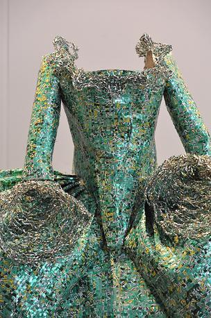 """Скульптура из алюминия """"Оперное платье Марии Каллас (Розина, """"Севильский цирюльник"""")"""""""