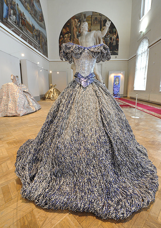 Платье из алюминия