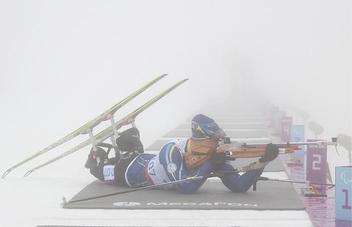 """Украинская спортсменка Олена Юрковска во время гонки на 10 км в категории """"сидя"""""""