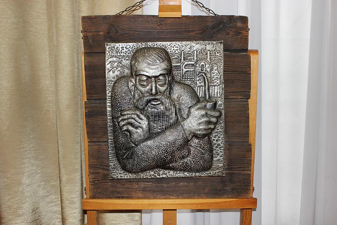 Дедушка Слышко. Чеканка, аллюминий, 1968 год