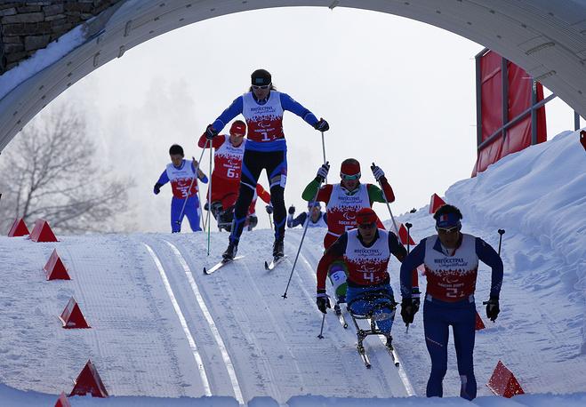Лыжная эстафета среди мужчин на Паралимпийских играх в Сочи