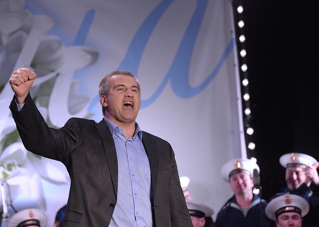 Премьер-министр Крыма Сергей Аксенов во время митинга-концерта в Симферополе