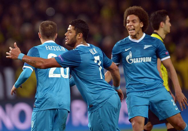 Команда из Санкт-Петербурга вышла вперед усилиями Халка (в центре)