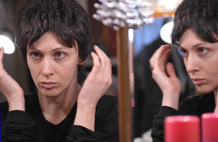 Ксения Раппопорт в гримерной театра На Литейном.