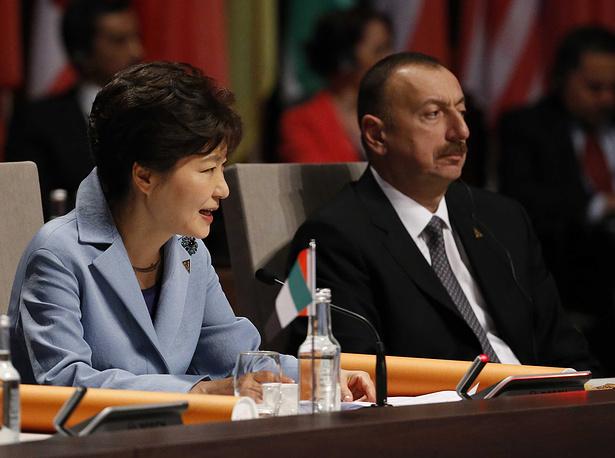 Президент Южной Кореи Пак Кын Хе и президент Азербайджана Ильхам Алиев