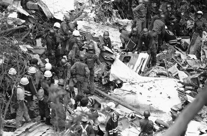 12 августа 1985 года в префектуре Гумма (Япония) разбился Boeing-747 компании Japan Airlines. Погибли 520 человек, спастись удалось четверым. После взлета у самолета оторвался киль, после чего отказали гидросистемы управления. Причиной катастрофы стал некачественный ремонт, произведенный в 1978 году, когда самолет при посадке получил повреждения хвостовой части