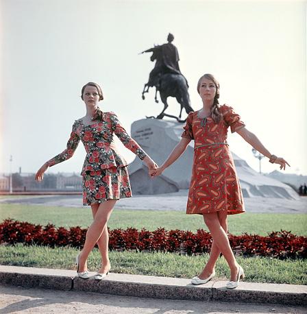 Демонстрация костюма и платья по русским мотивам. 1969 г.