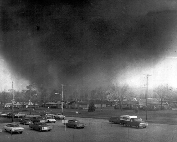 3-4 апреля 1974 года 147 торнадо бушевали в 13 штатах и унесли жизни 310 человек. Скорость вихрей достигала 480 км/ч