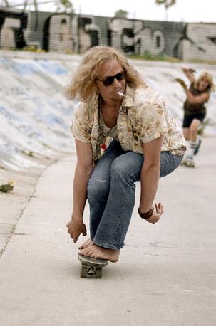 """Журнал People в 2001 году включил Хита Леджера в топ-50 самых красивых людей в мире. На фото: кадр из фильма """"Короли Догтауна"""", 2005 год"""