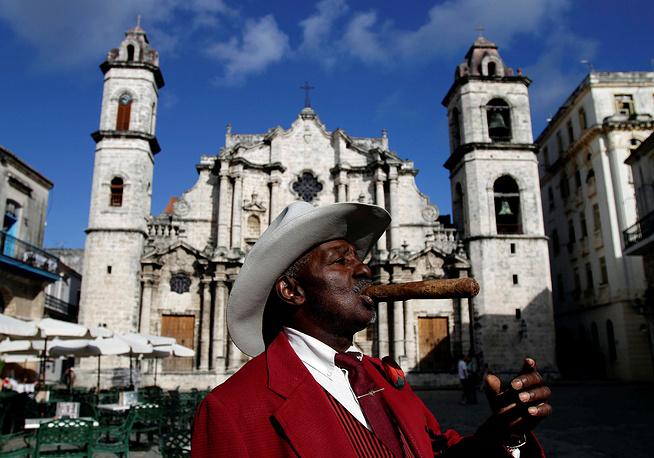 Большинство самых известных марок сигар производится на острове. На фото: кафедральный собор Гаваны