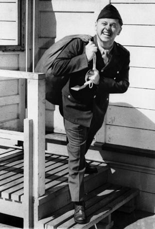 Во время прохождения службы в армии. 1944 год