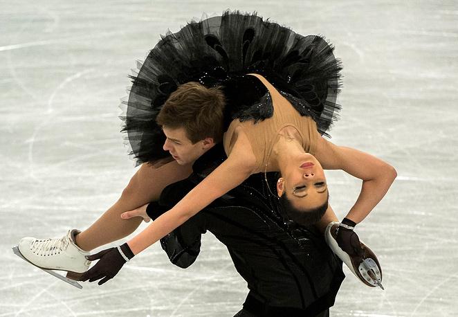 Елена Ильиных и Никита Кацалапов во время исполнения произвольной программы на чемпионате Европы по фигурному катанию в Будапеште, 2014 год