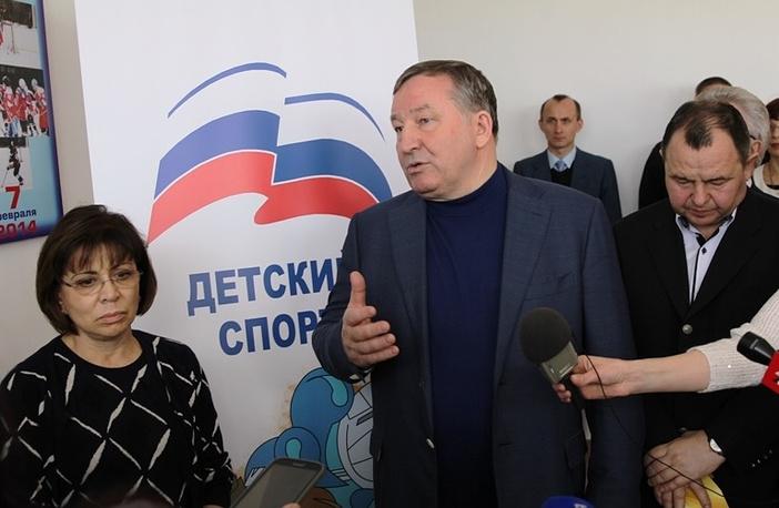 Олимпийская чемпионка Ирина Роднина и губернатор Алтайского края Александр Карлин (в центре)