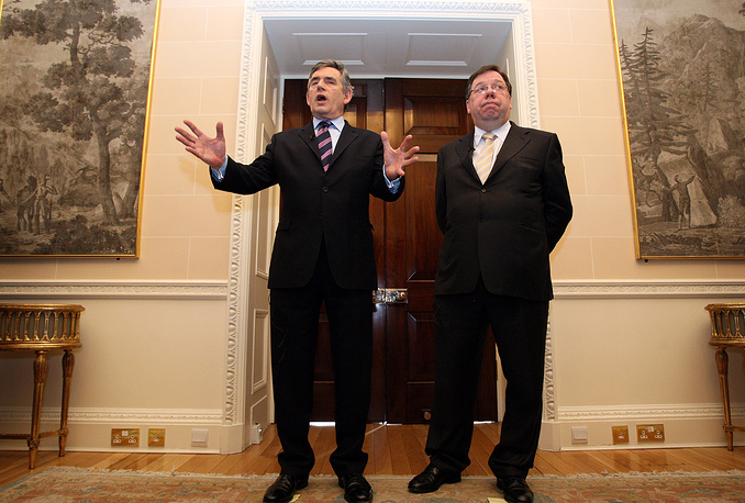 """12 сентября 2012 года был опубликован отчет Независимой комиссии, работа которой велась с 2010 года. В отчете подтверждалась невиновность болельщиков """"Ливерпуля"""", что стало сенсацией для Великобритании. На фото: премьер-министр Великобритании Гордон Браун (слева) и премьер-министр Ирландии Брайан Коуэн во время пресс-конференции, посвященной трагедии в """"Хиллсборо"""", январь 2010 года"""