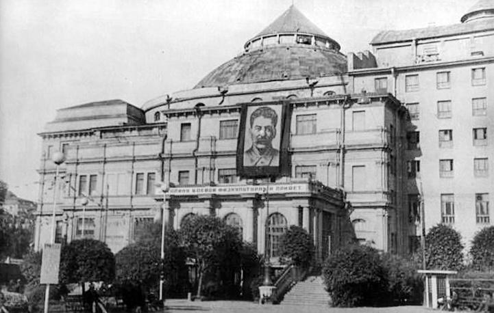 """Кинотеатр """"Великан(Народный дом. Оперный зал. Мюзик-Холл)."""
