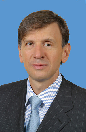 Самый богатый член Совфеда по итогам 2013 года - сенатор от Чукотки Ефим Малкин. Он заработал более 981 млн руб.