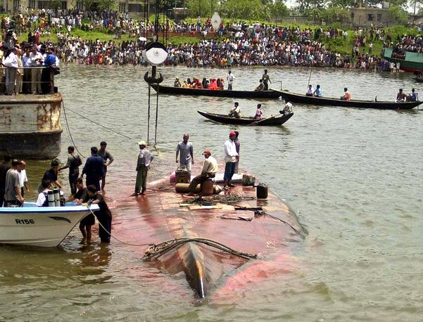 В апреле 2003 года в Бангладеш в результате крушения трех паромов погибли около 230 человек